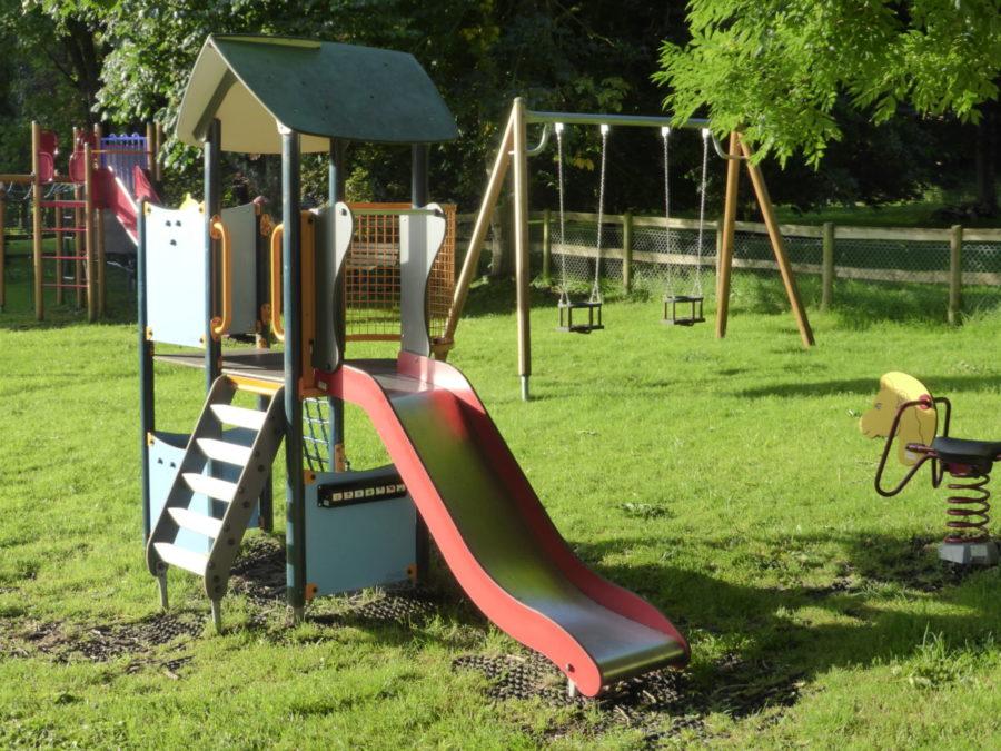 Farnham Playground 900x675